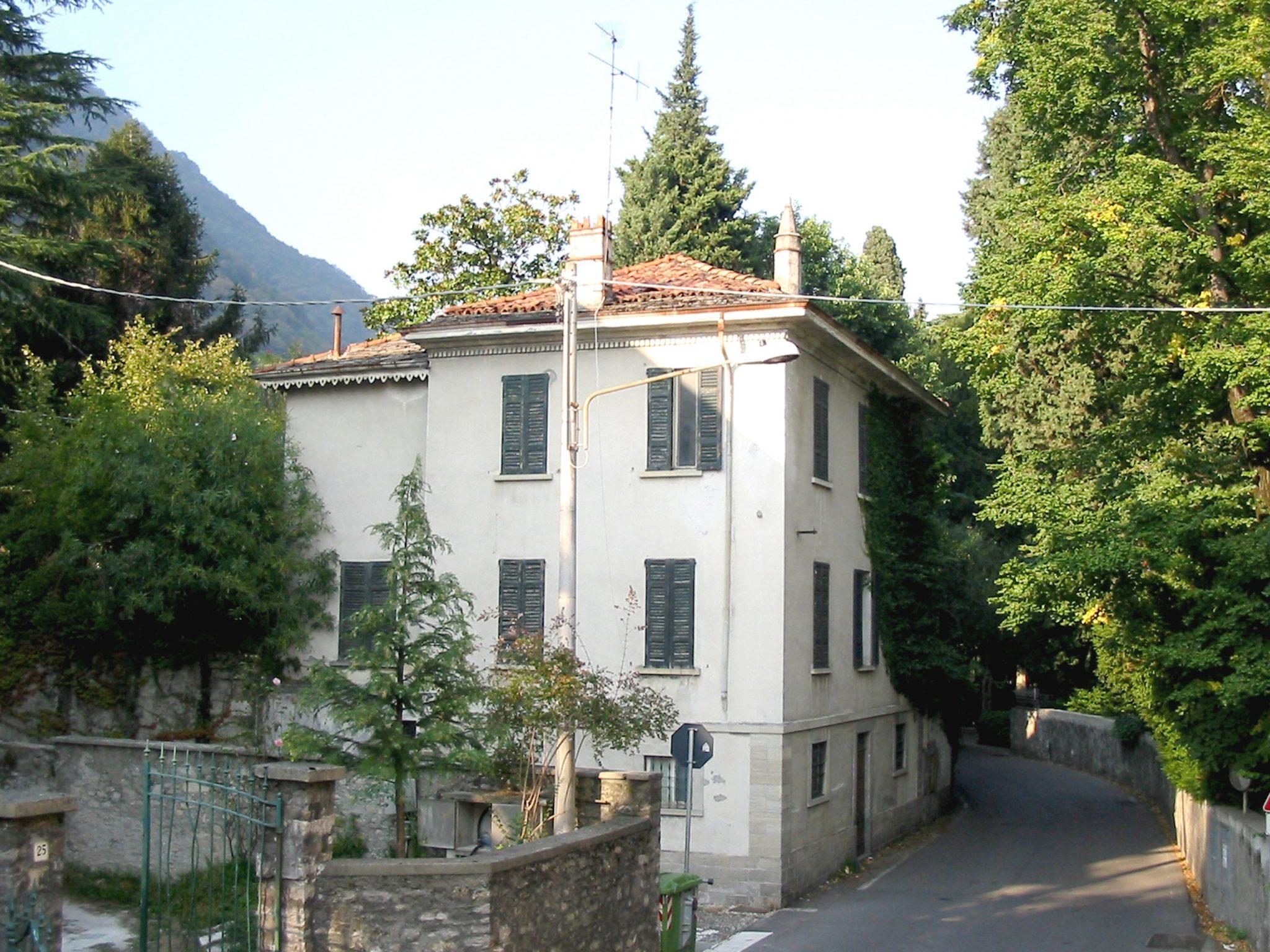 Cool edifici in citt murata a como piazza boldoni with for Disegni di ville
